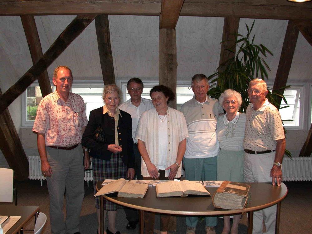 v.links: Hans Kern, Rose Schmid, Herr Breitmaier, Monica Schmid, Lawrence, Betty und Charles Walker