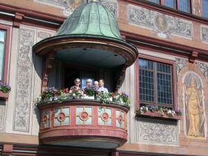 Unsere Gäste auf dem Balkon des Tübinger Rathauses