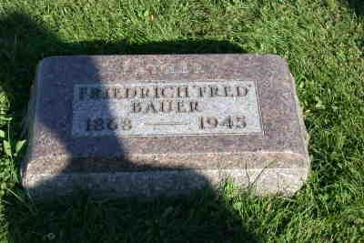 Grabstein von Friedrich Bauer *01.01.1868, +18.04.1945