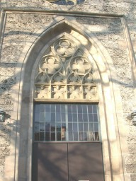 Entrance of the church in Goenningen