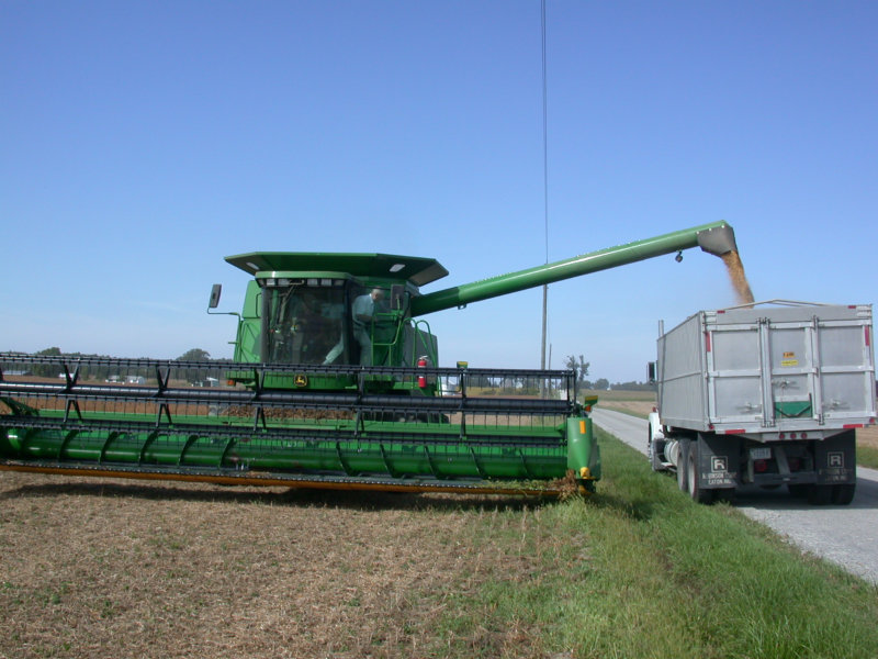A soja harvester in 2003 in Hartford City, IN