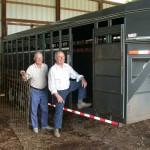 Charles Walker und Emil Kemmler am Pferdetransporter
