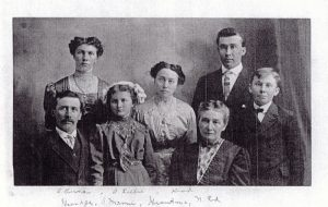 Picture of the family of the emigrant Johann Adam Riehle, born Oct 30, 1864 in Maehringen